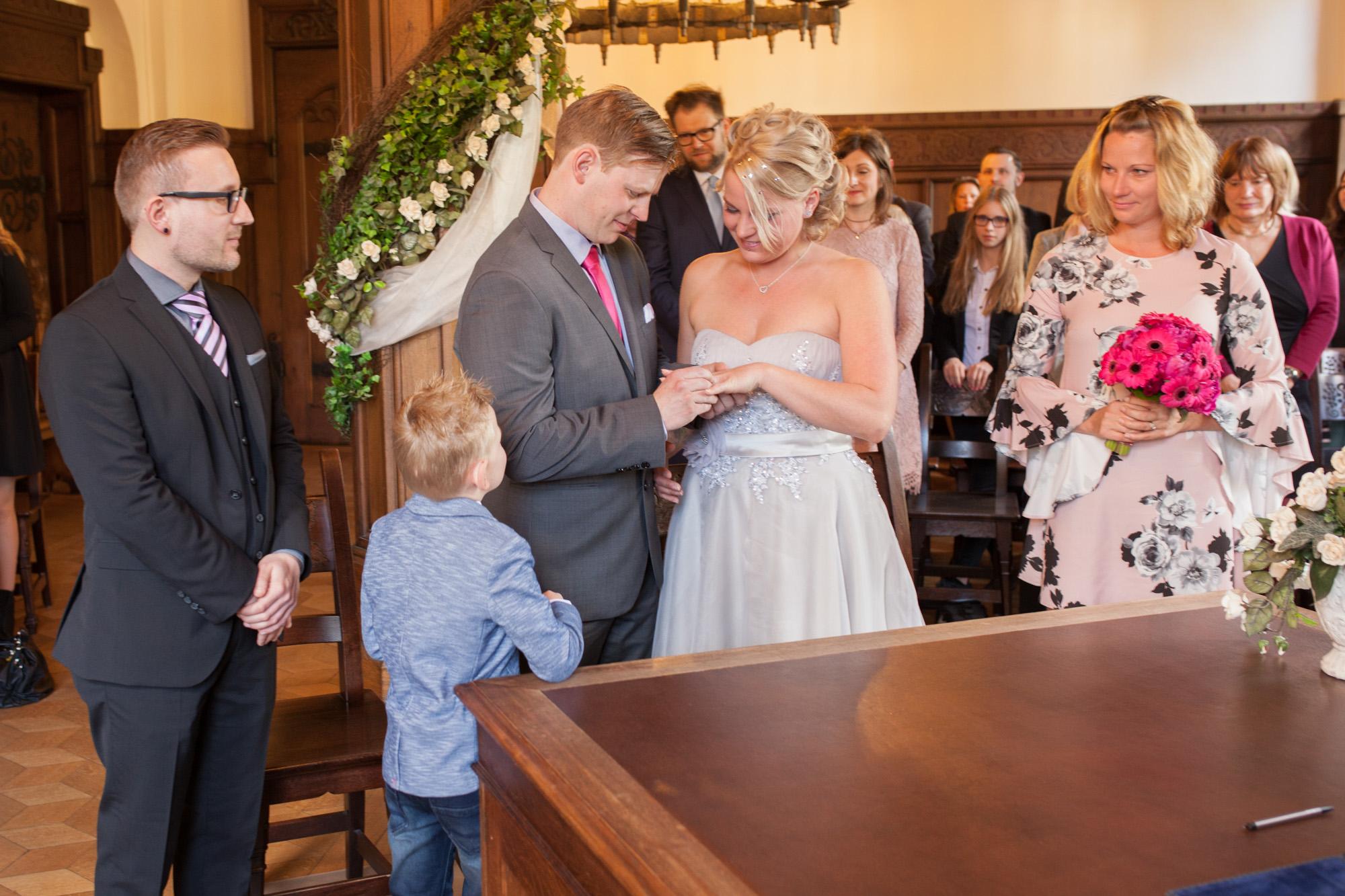 Claudia-Krawinkel-Hochzeitsfotografie-Essen-Duisburg-Standesamt-Schloss-Borbeck-8